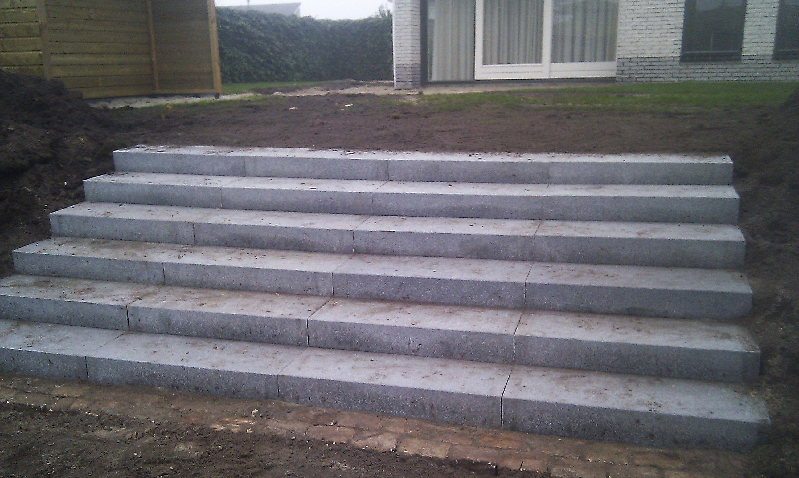 Betonnen trap tuin google zoeken tuin steiger for Trap buiten hout
