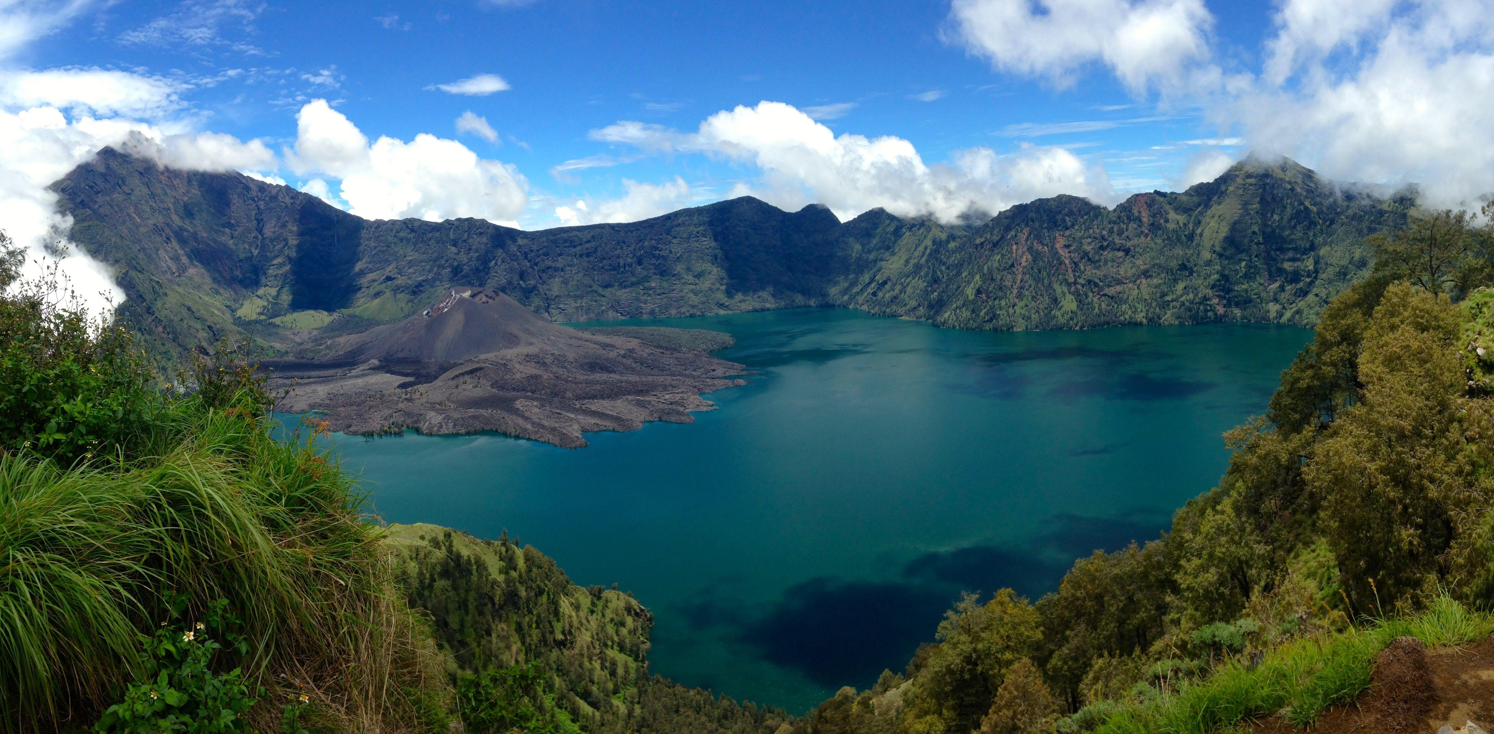 Volcano Rinjani, Lombok, Indonesia [4876x2396] HD