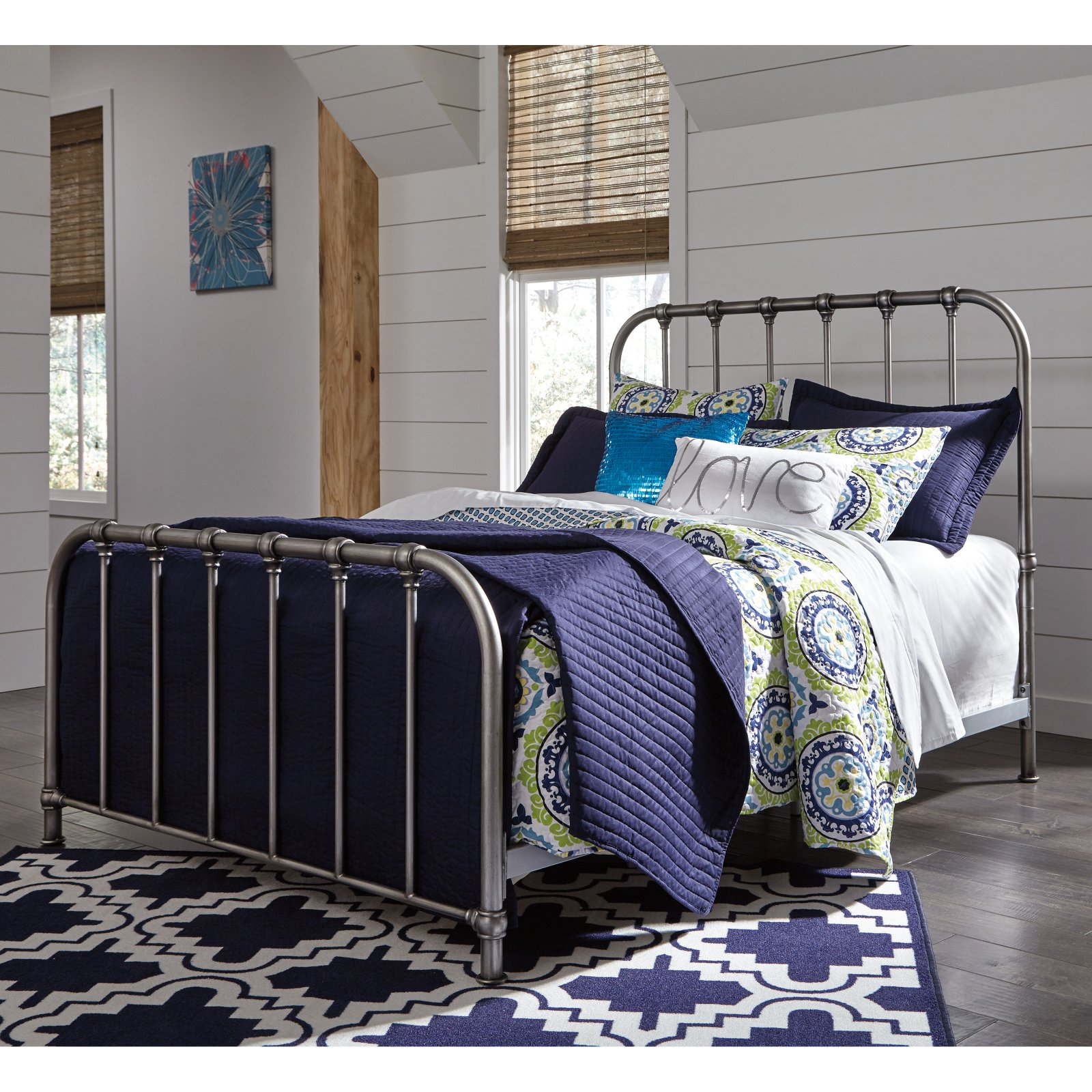 Ashley Furniture Nashburg Queen Metal Spindle Bed in