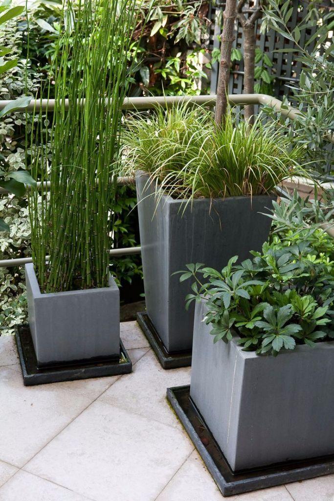 d corer sa terrasse pots de fleurs gris deco terrasse. Black Bedroom Furniture Sets. Home Design Ideas