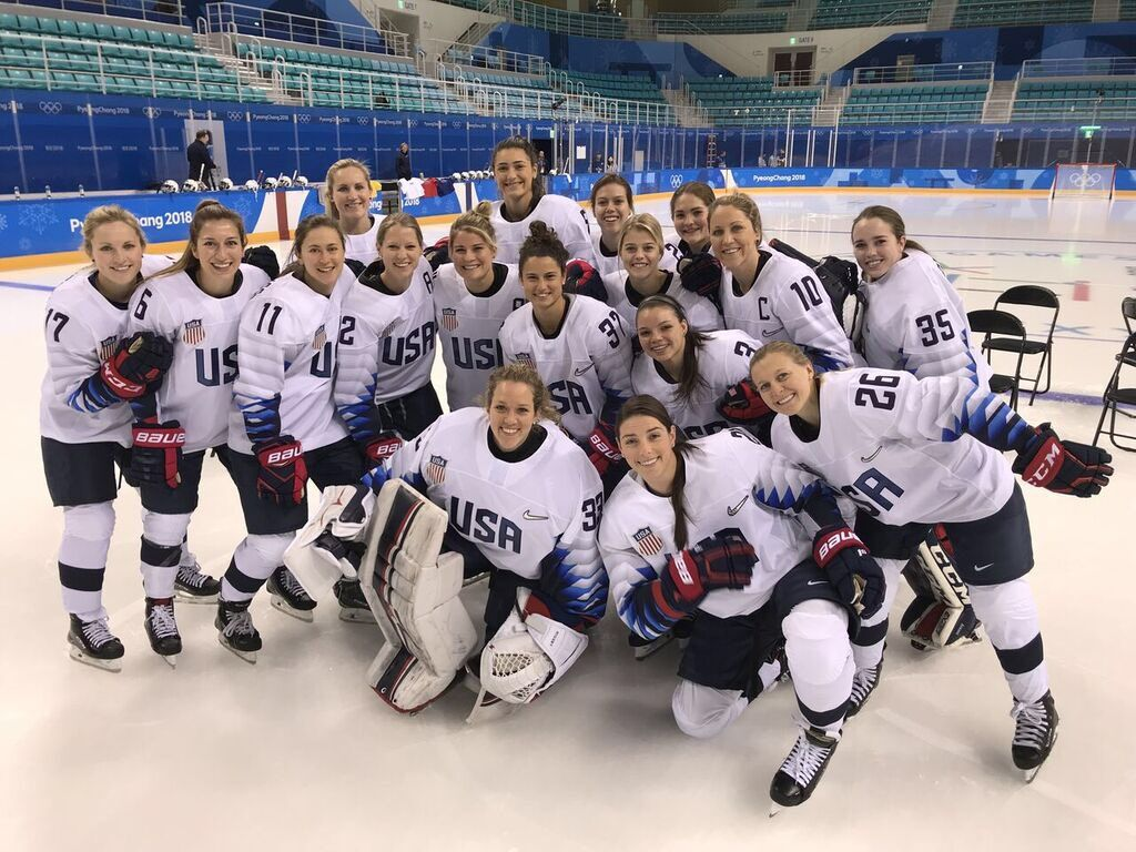 Usa Women S Hockey Team Poses For A Picture After Practice