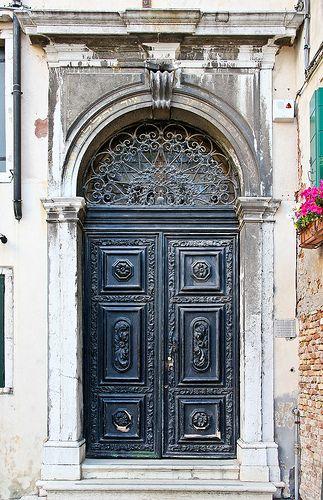 Door to Spanish Synagogue