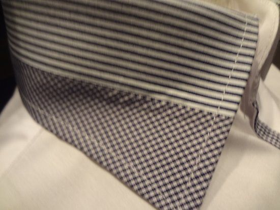 Chemise homme blanche col bleu  http://www.destockagevetementhommetendance.fr/chemises-et-cravates-c-11.html