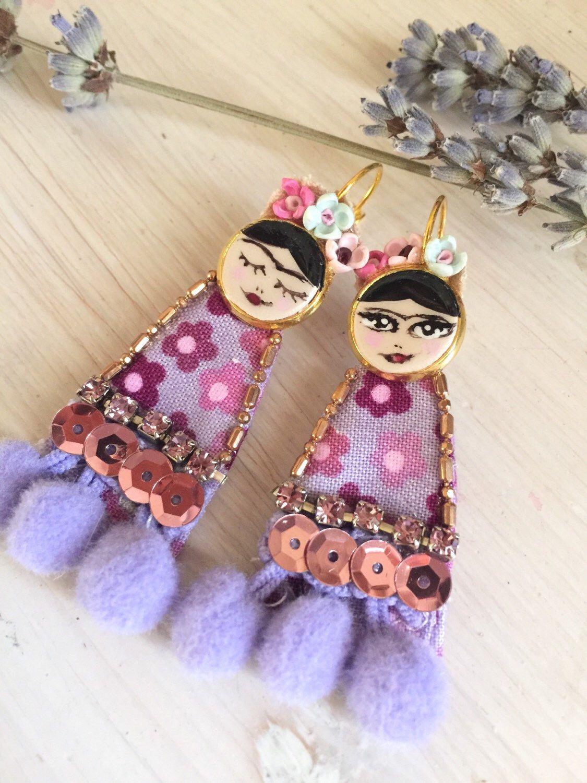Frida Folk Earrings di PoudreRose su Etsy https://www.etsy.com/it/listing/261048599/frida-folk-earrings