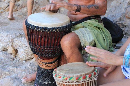 Tambores en la playa de benirras http://ibiza-travel.net/tambores-en-benirras/
