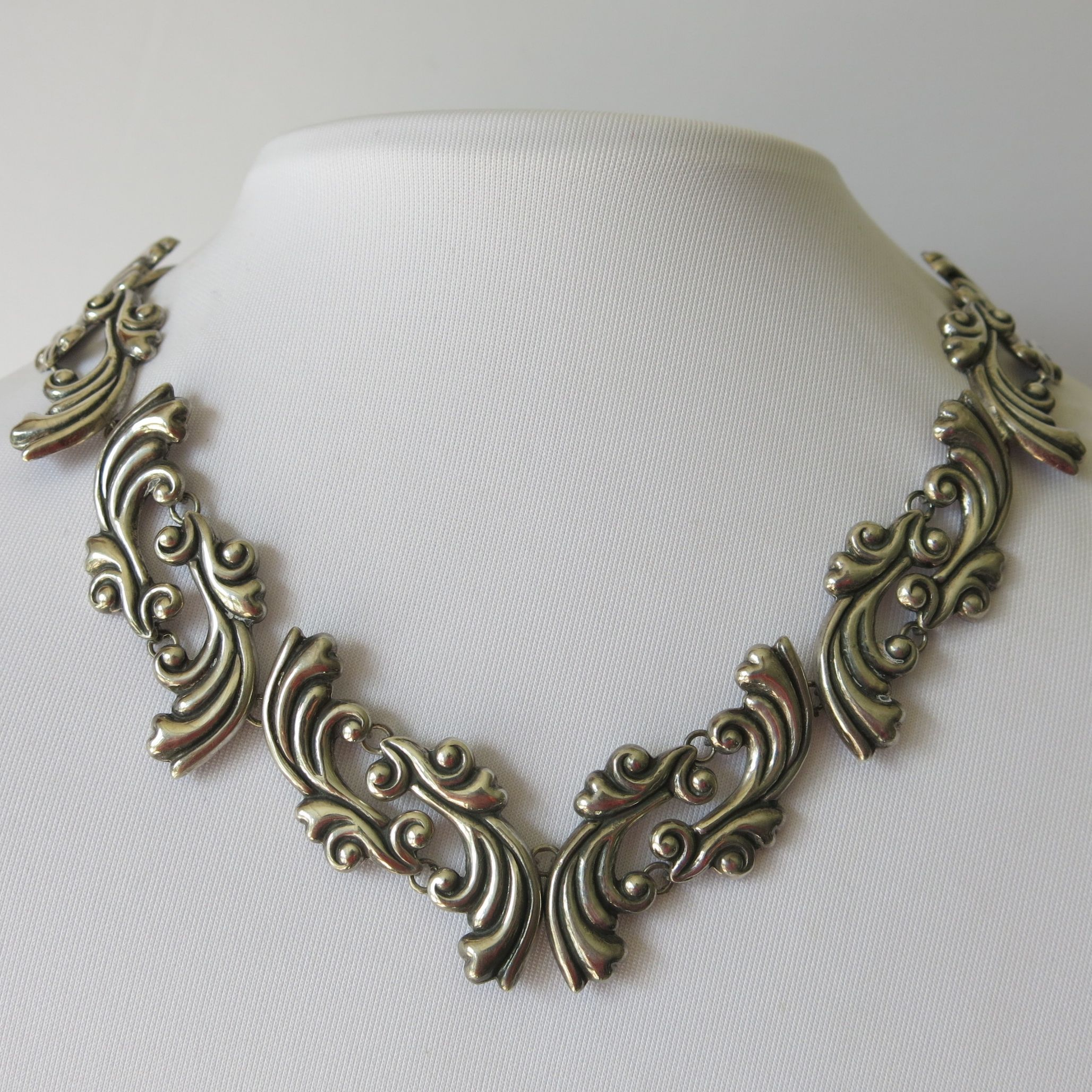 A Vintage Mexican Sterling Silver Necklace Vintage