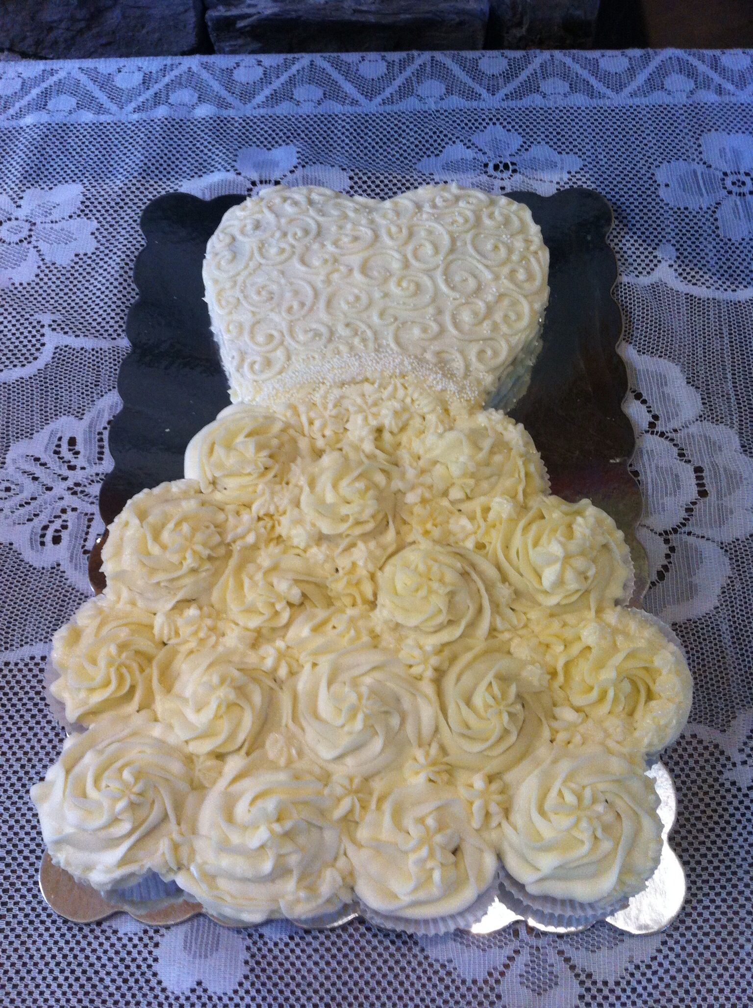 Cupcake Pull Apart Wedding Dress Cake Slightly Different Than The Usual One Seen As The Bodice Cupcake Cake Designs Wedding Dress Cupcakes Wedding Shower Cakes