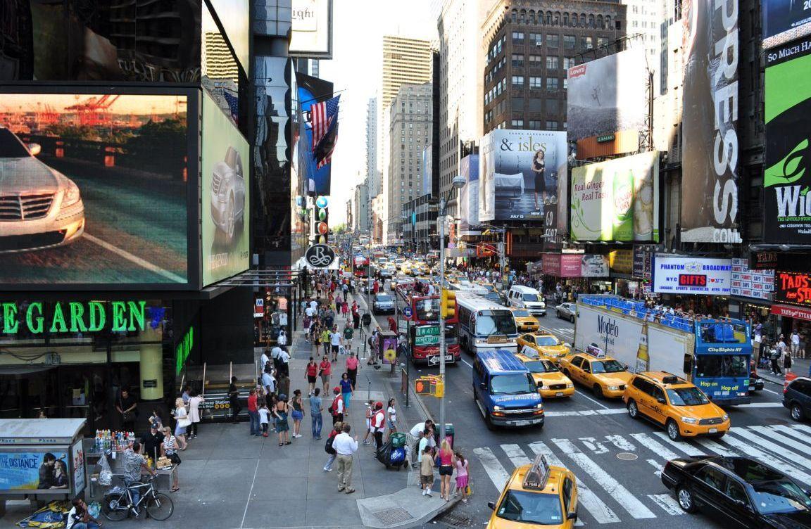 Busy Street In New York City City Streets New York Street