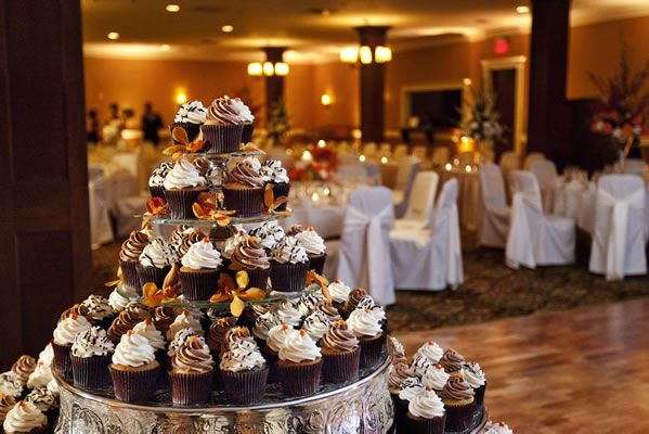 Wedding Cupcake Display by Miss Julia\'s Bake Shop. Photo by Front ...