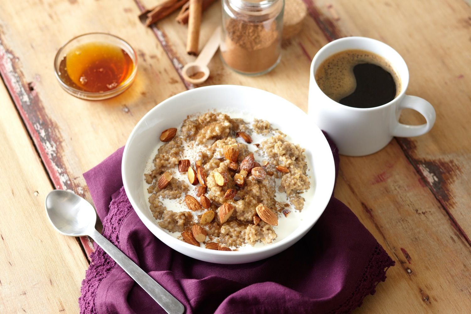Mornings are about efficiency. How can you quickly get out the door while still managing a healthy breakfast and a caffeine kick? Here's your answer: Cook your oatmeal in tea. You're not only getting a buzz from your breakfast bowl, but it's also creamy, spicy, and delicious!