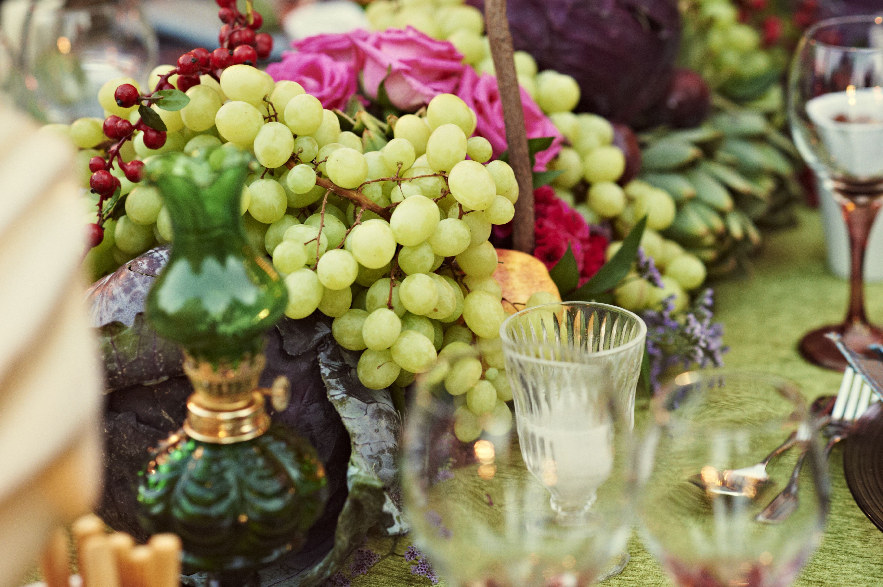 Exotic Garden Wedding Table decoration - Fruits and flowers | Leila ...