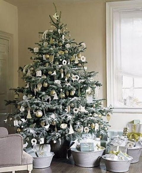 Browse these beautiful and amazing christmas tree decorating ideas with  pictures. Use these ideas in decorating your own Christmas tree.