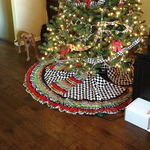 15 Gorgeous Christmas Tree Skirts That Only Look Expensive Christmas Tree Skirt Christmas Tree Quilt Christmas Tree