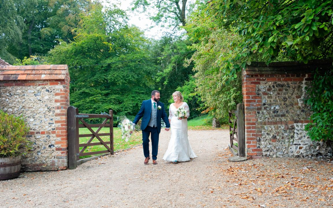 11 Ideas To Organize Your Own Cheap Wedding Venues South East England