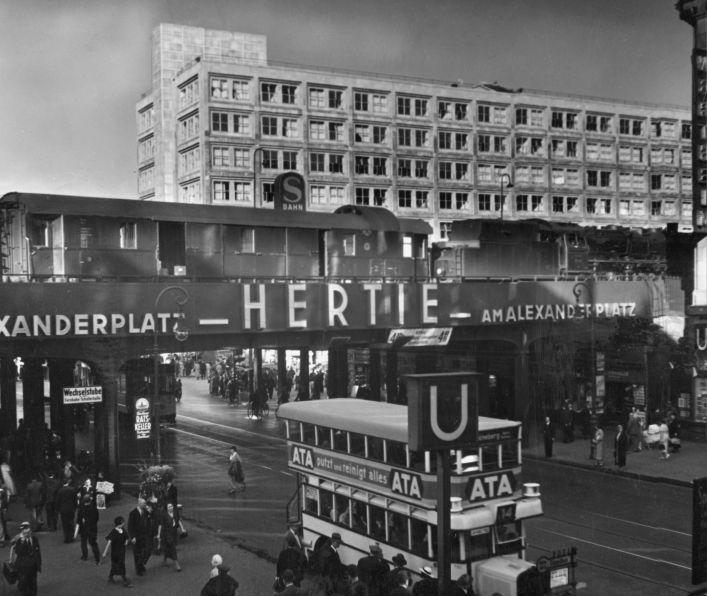 Berlin S Bahn Station Alexanderplatz 1935 Von Sz Photo Collection Seen By Fotokunst S Bahn Berlin Stadt Berlin Geschichte