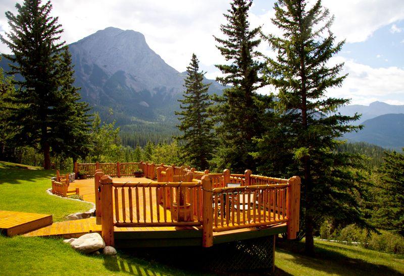 Overlander mountain lodge wedding patio overlooking jasper for Decore hotel jasper