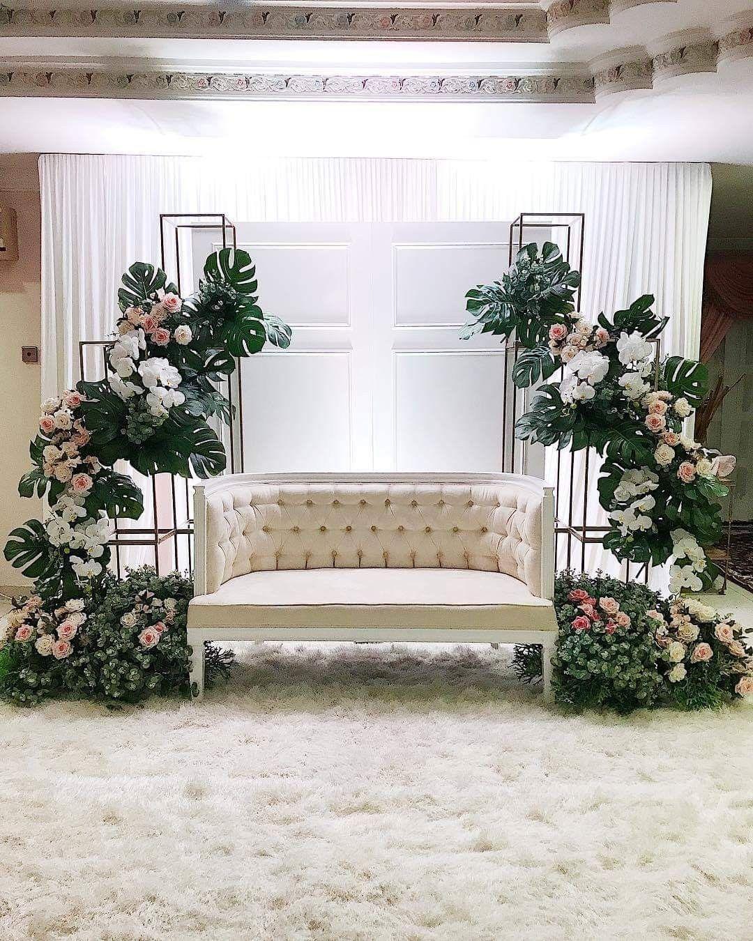 Pin On Futuro Wedding Stage Decorations Wedding Decor Elegant Wedding Backdrop Decorations