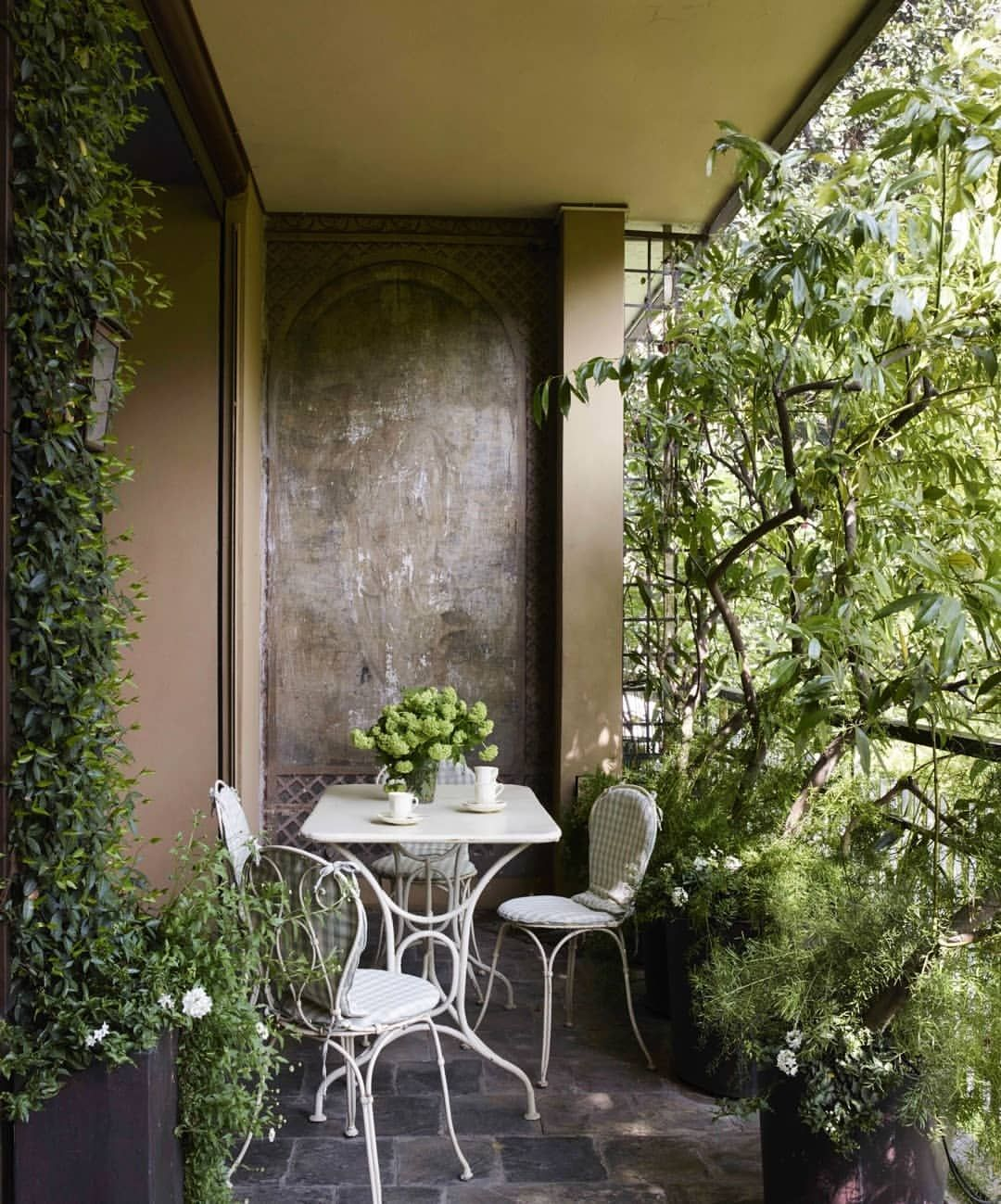 Cozy balcony in an apartment in Milan, renovated by Studio ...
