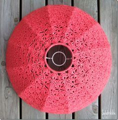 How to crochet your own lampshade. ✿Teresa Restegui http://www.pinterest.com/teretegui/✿