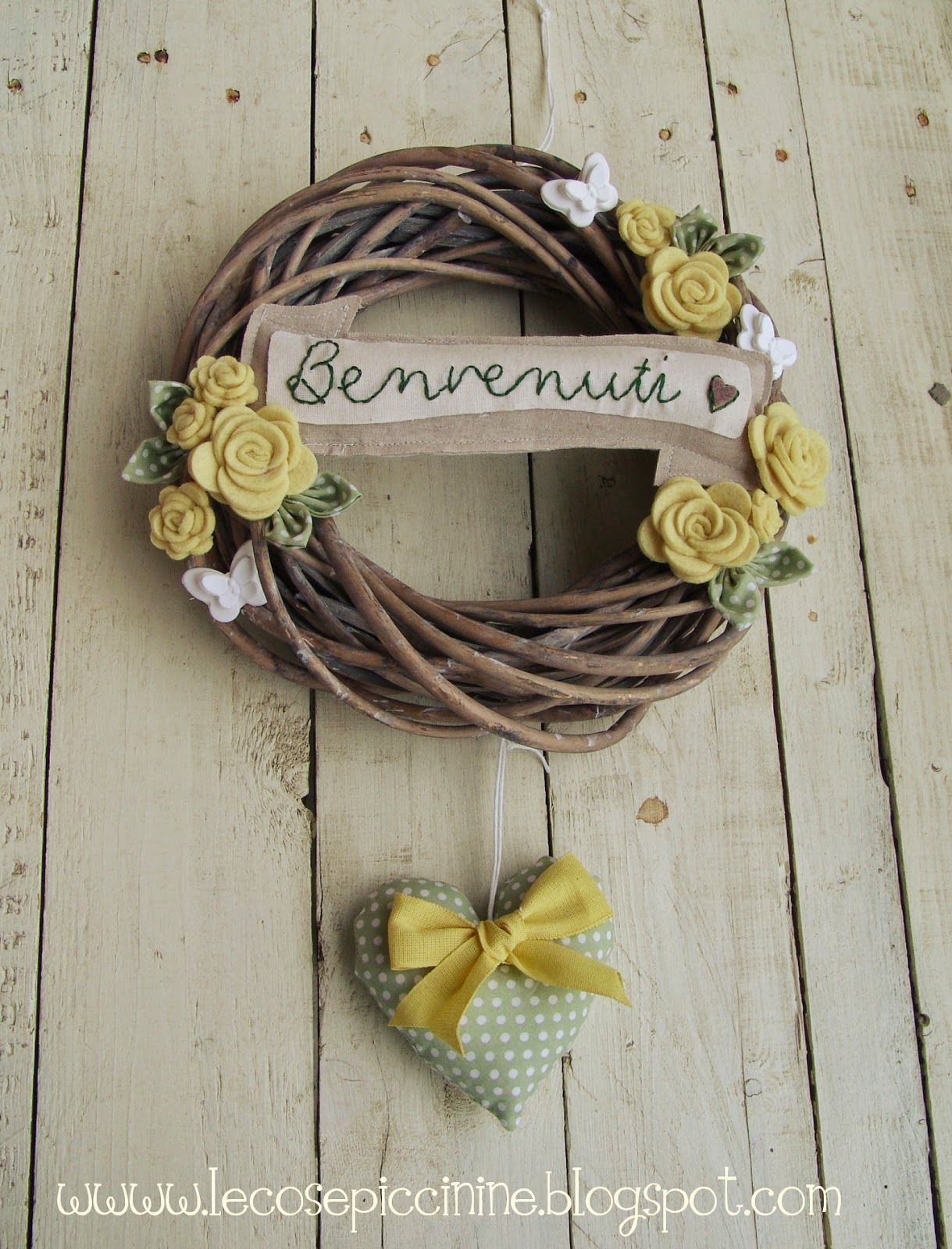 Le cose piccinine spring welcome wreath ghirlande for Cose fatte in casa