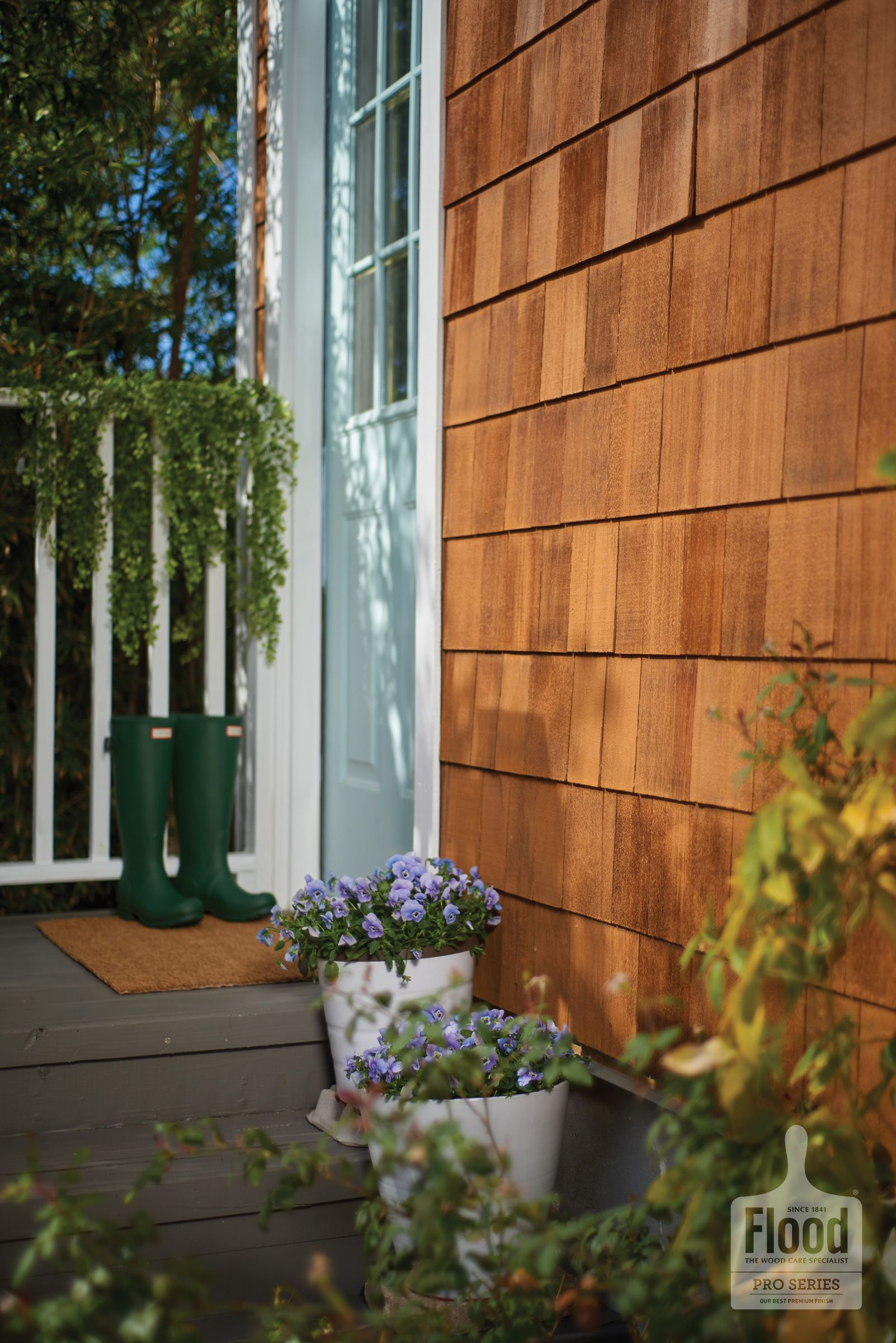 Flood Pro Series Cwf Uv 5 Wood Stain In Honey Gold Provides Translucent Protection That Lets The Wood Wood Siding Exterior Wood Shingle Siding Staining Wood
