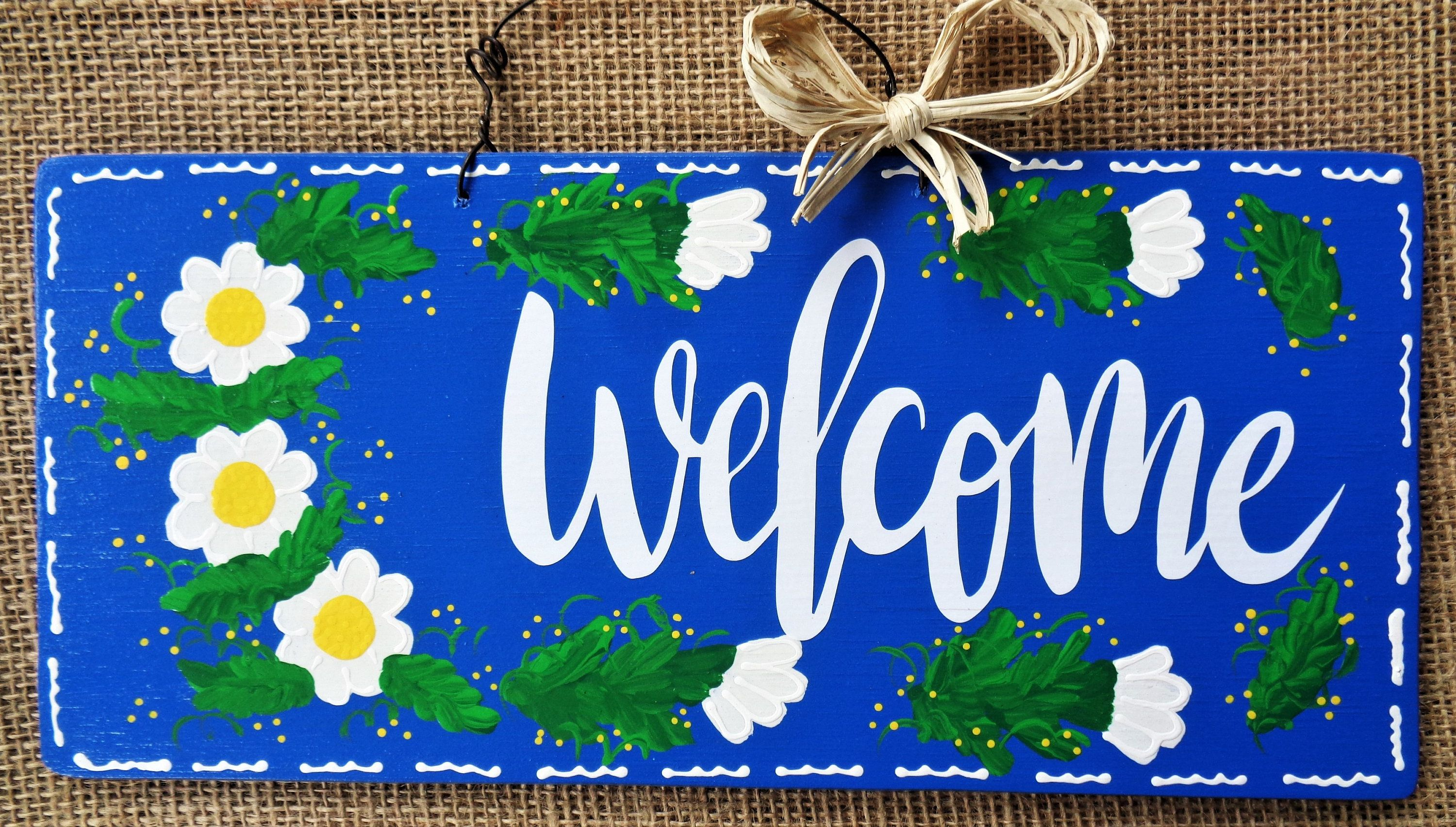Floral Daisy Welcome Sign Wall Art Hanger Plaque Country Wood Etsy In 2020 Hand Painted Decor Country Wood Crafts Art Hanger