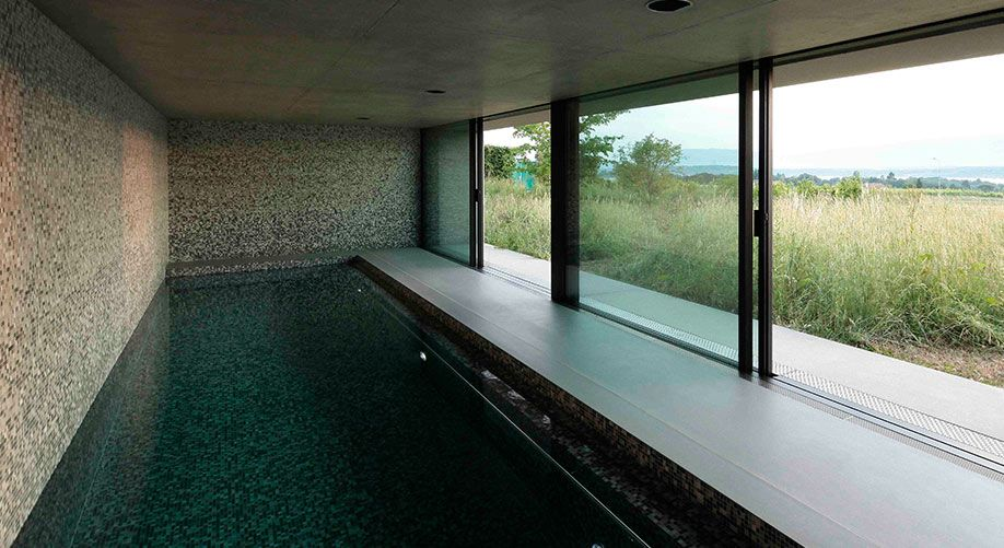 Construction piscine int rieure baies coulissantes arch and home arc piscine pinterest for Construction piscine interieure