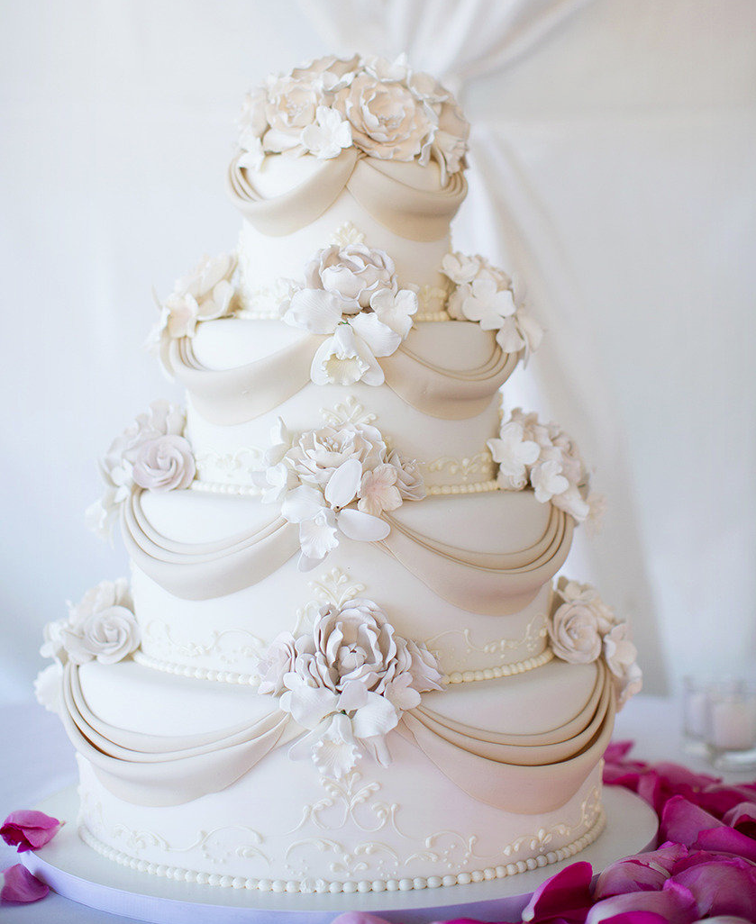 Chic and Oh So Sweet Wedding Cakes We Love. To see more: http://www.modwedding.com/2014/01/30/chic-oh-sweet-wedding-cakes-love/ #wedding #weddings #cakes