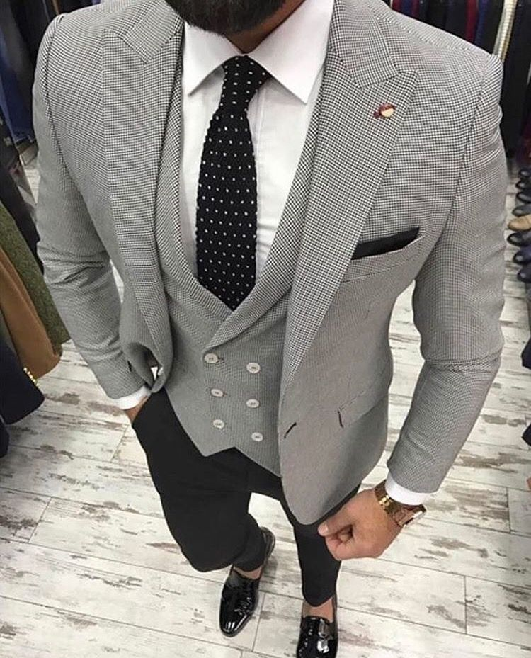 Wedding Style For Men: Grey Colour 3 Piece Suit With Black To Augment The Colour