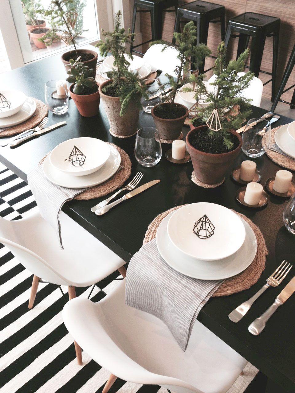 Black + White Table Setting & Black + White Table Setting | mooie tafel | Pinterest | Christmas ...