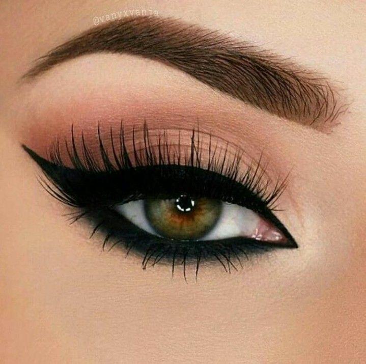 Instagram Fashion Correct Dramatic Cat Eye Make Up
