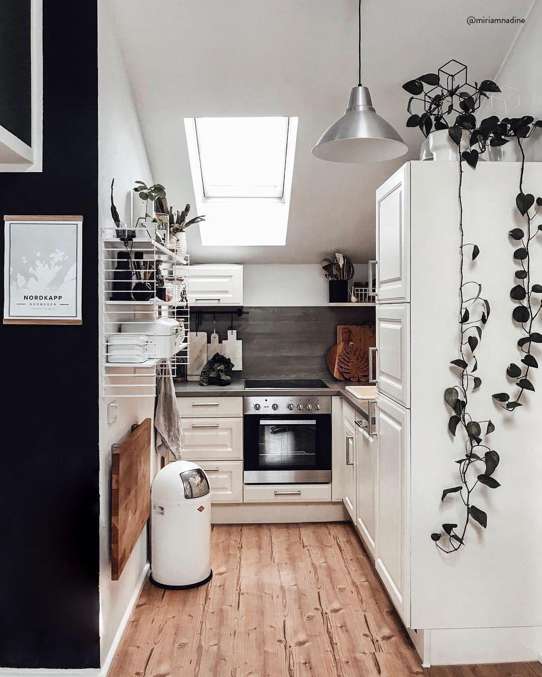 Black Wall Ein Interior Trend Fur Mutige Eine Schwarze Wand Ist Das Neuste Highlight Fur Dein Zuhause Besonder Kuchenumbau Kuche Gestalten Kuche Must Haves
