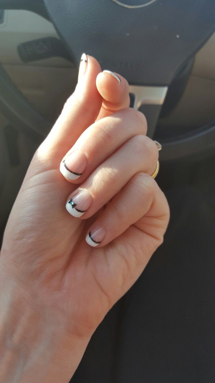 Bow tie statement nail! Statement nail, Nails, Art pieces