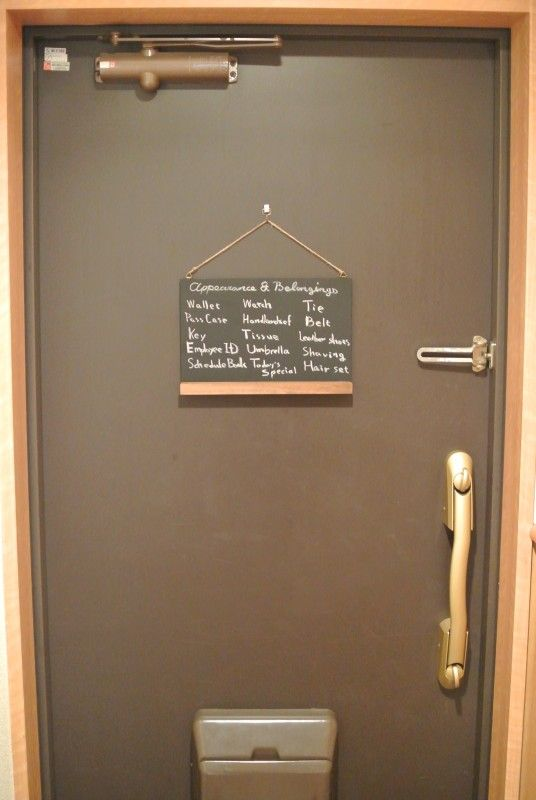 玄関ドアにミニ黒板で持ち物管理 ミニ黒板 玄関ドア 黒板