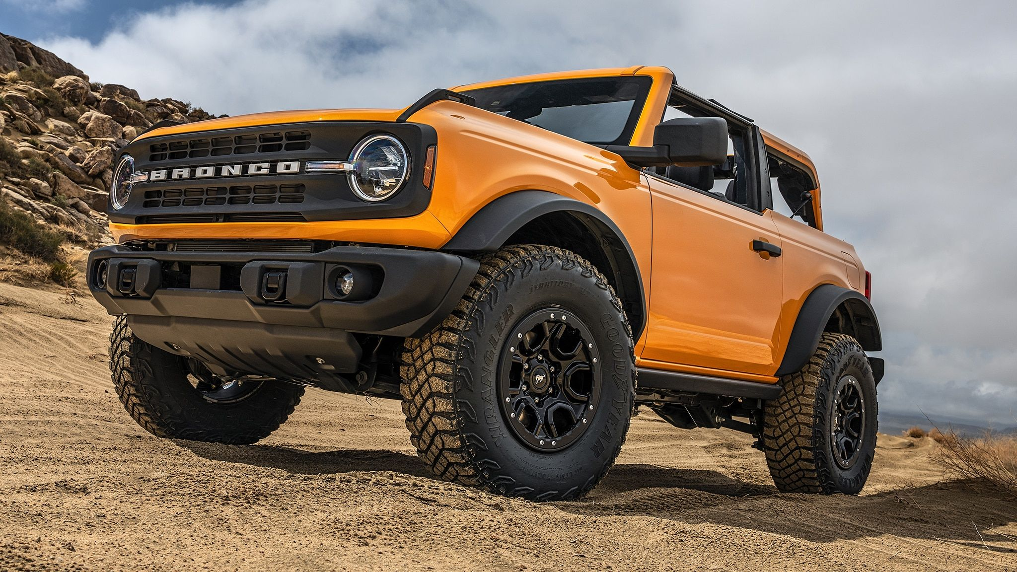 2021 Ford Bronco's Sasquatch Pack Goes After the Jeep