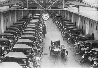 Berlin 1927 Autogarage fuer Taxen