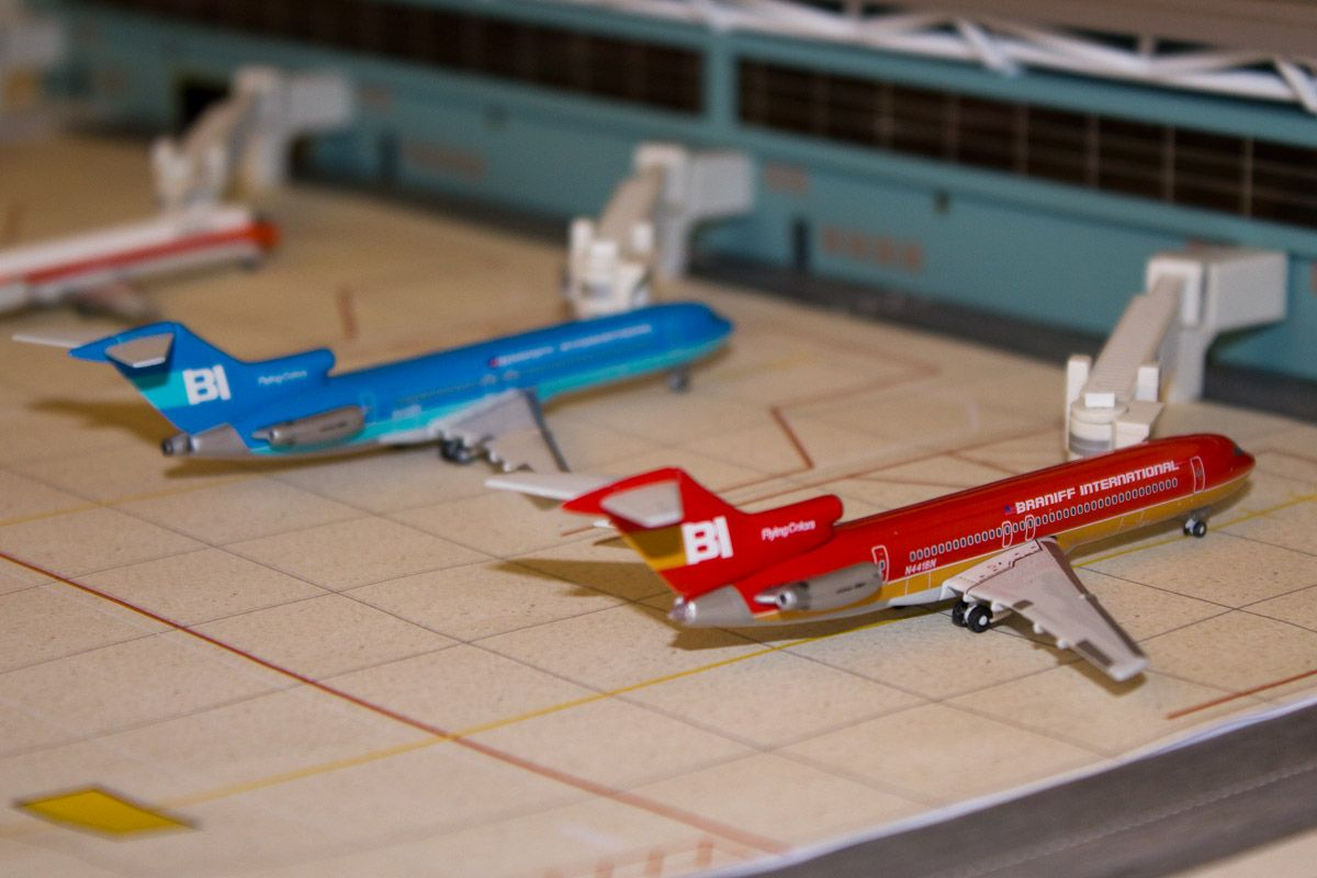 Braniff 1 400 Model Airport Toy House Model Trains Aircraft Modeling