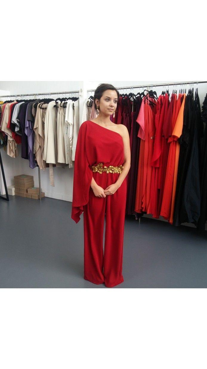 Mono de fiesta rojo asimétrico para invitadas a bodas de día y de tarde  disponible para su alquiler on-line en Dresseos.com 957a5c9fe17a
