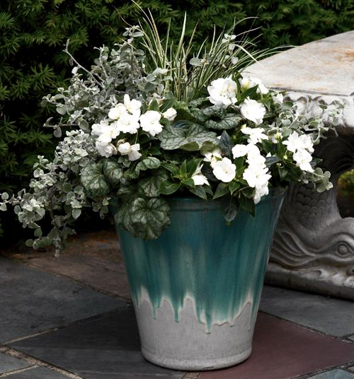 Kwiaty Przed Domem W Donicach Szukaj W Google Container Garden Design Container Plants Garden Containers