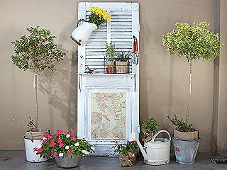 manualidades y artesan as puerta reciclada con estantes