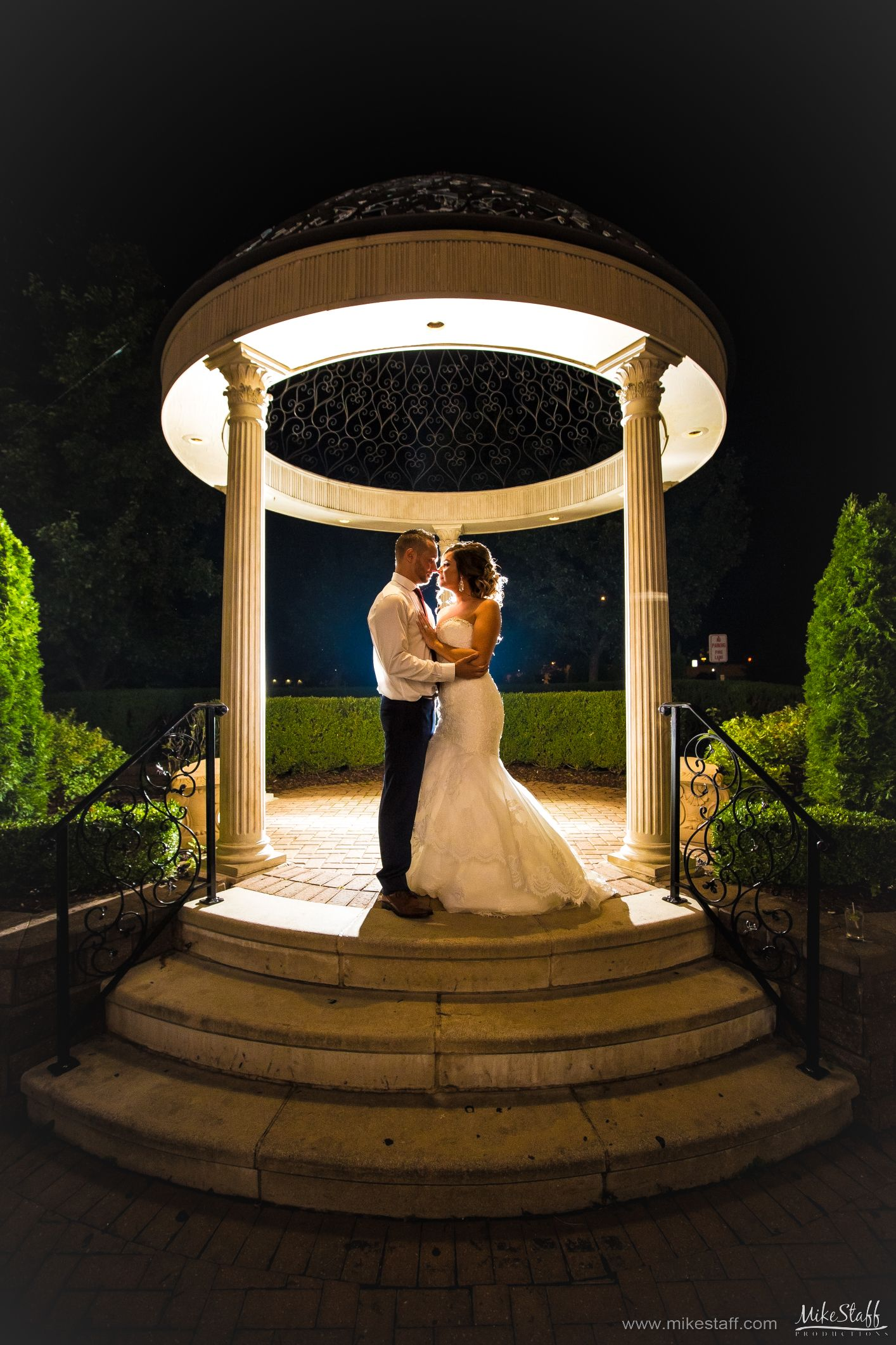Have You Read How To Hire A Great Dj Night Wedding Photography Wedding Photographers Romantic Wedding Photos