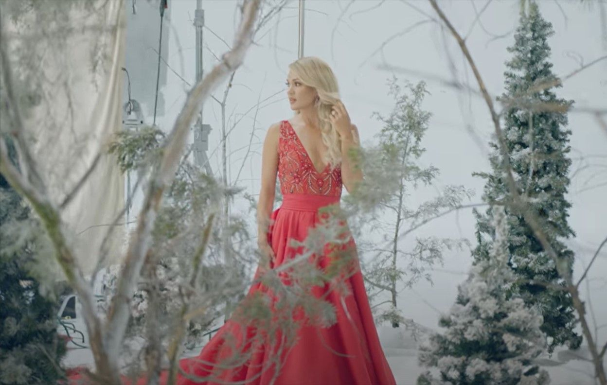 Top Christmas Albums 2020 CARRIE UNDERWOOD'S CHRISTMAS ALBUM, MY GIFT, TO DEBUT THIS FALL in