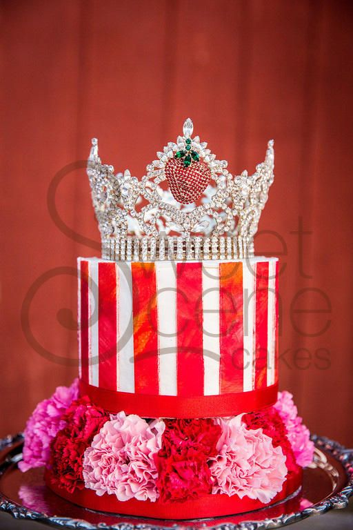 A Cake for a Queen - yes a real one! #strawberrycake # ...