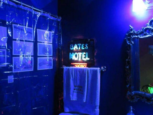 Bates Motel bathroom on Halloween Forum | My Halloween Stuff ...