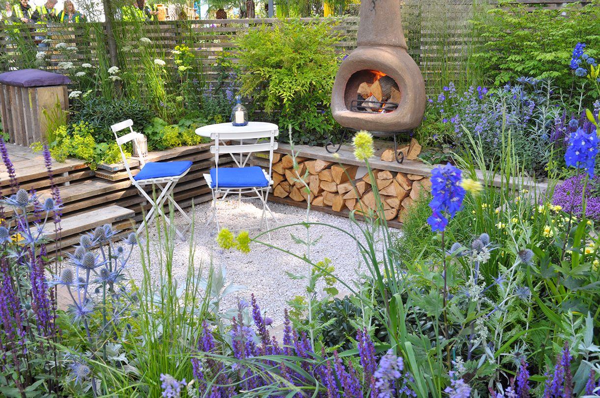 Un petit jardin pour recevoir autour d\'un barbecue