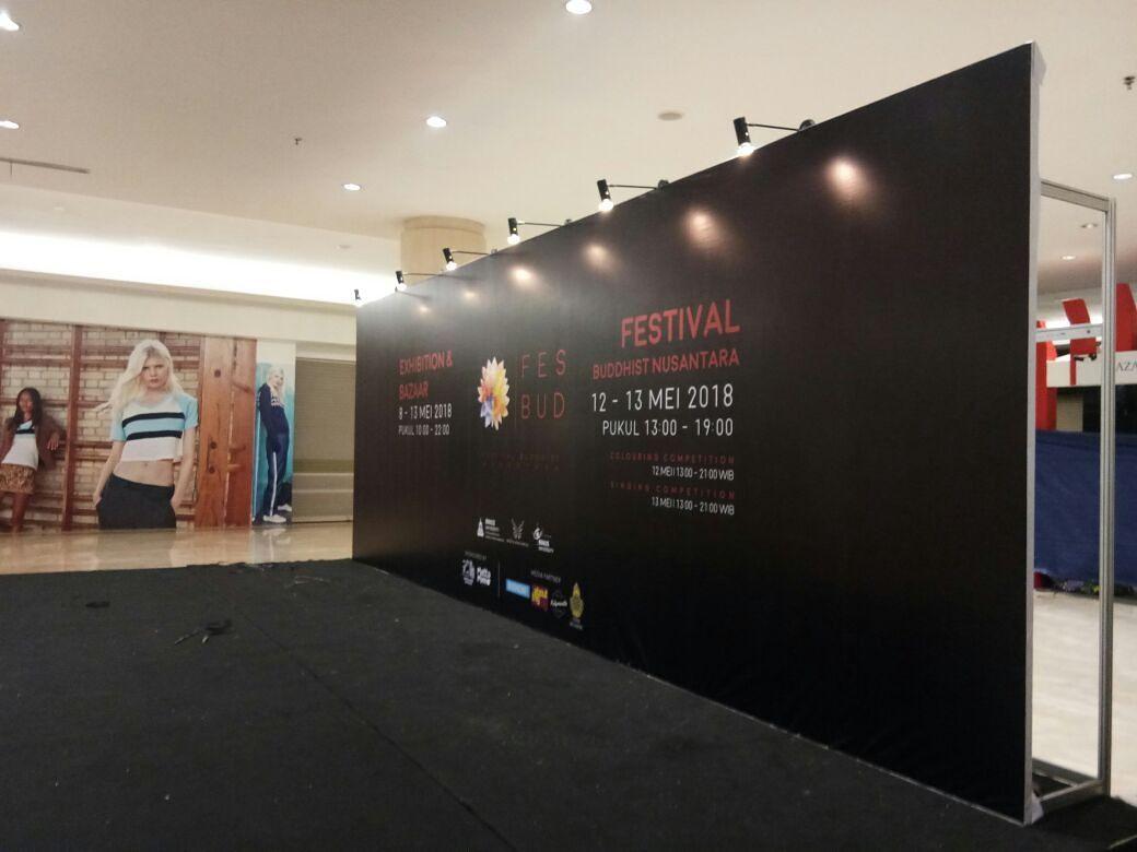 Backdrop Panggung Untuk Event Terlihat Meriah