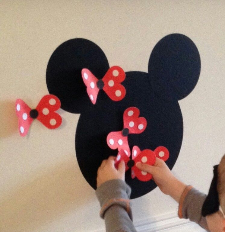 Pin the bow on Minnie Mouse/ party games