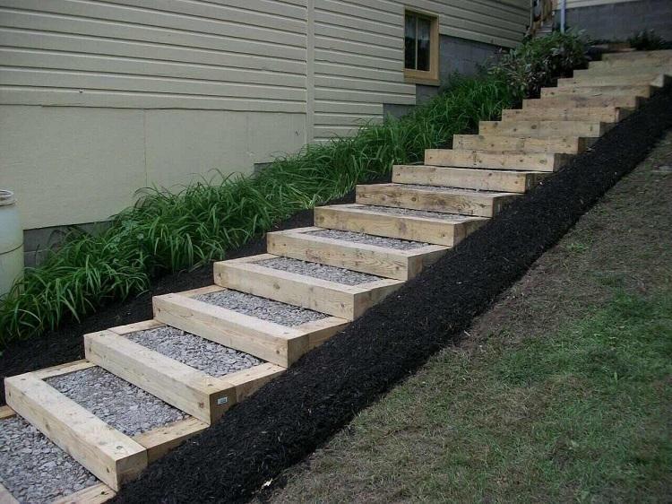 Escalier jardin bois gravier - idées pour un espace outdoor moderne