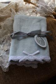 """heerlijk zacht handdoekje met kanten rand """"Ice blue"""""""