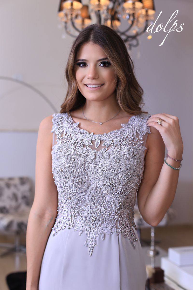 e88a0b7a8 Vestido Candice, o corpo é inteiro de tule bordado em desenho de rosas e a  saia é de crepe acetinado! ♥ Foto pela nossa querida Ariane Cânovas!!!